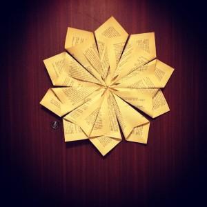 Julstjärna av boksidor